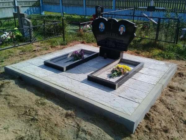 Памятник из гранита для двоих.
